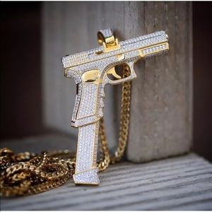 ✨✨Iced out pistol extended clip ✨✨